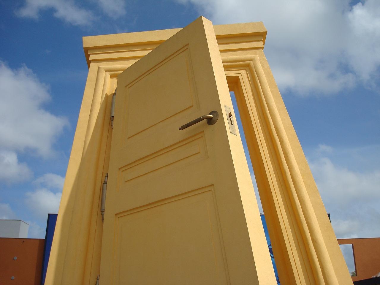 Comment choisir le matériau pour la fabrication d'une porte d'entrée